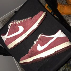 Nike Sb low team red youth size